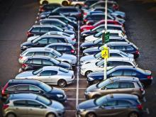 Autos%20auf%20einem%20Parkplatz_Telematik-Markt_pixabay_4 Ländervergleich zu den europäischen Verkehrsregeln: Deutschland hat die lockersten Gesetze